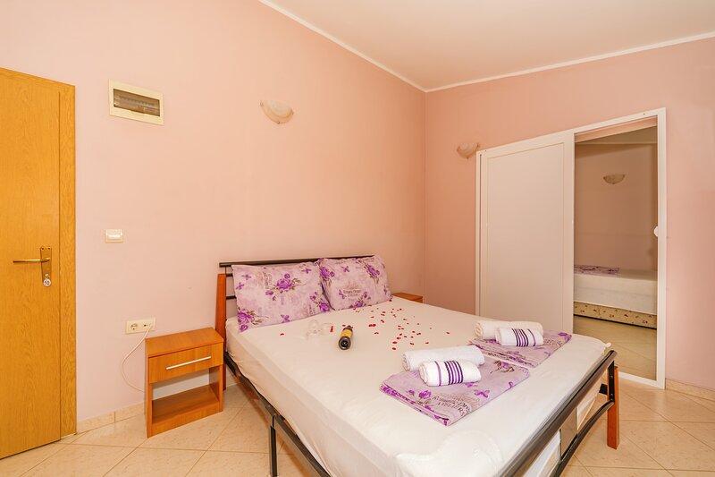 Guest House Edita - Duplex Apartment, alquiler de vacaciones en Velipoje