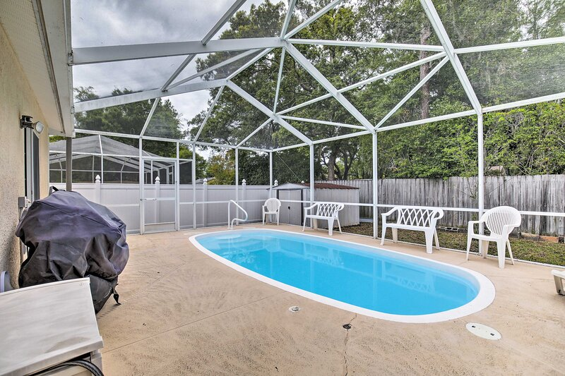 NEW! Coastal Home w/ Pool: 6 Mi to St. Pete Beach!, holiday rental in Pinellas Park