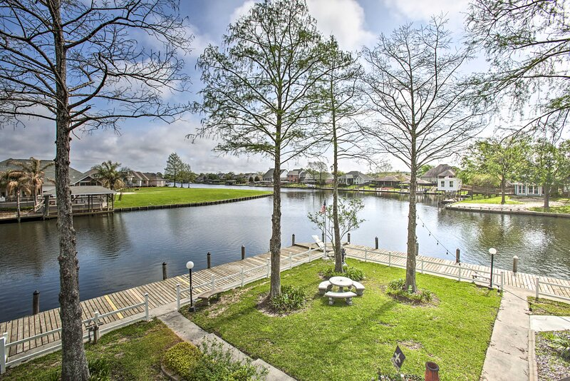 NEW! Spacious Waterfront Home w/ Boat Dock + Deck!, casa vacanza a Pearlington
