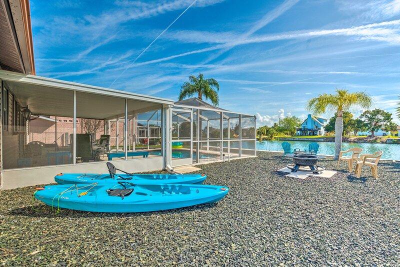 NEW! Bright Beach House w/ Kayaks, 2 Mi to Ocean!, holiday rental in Hernando Beach