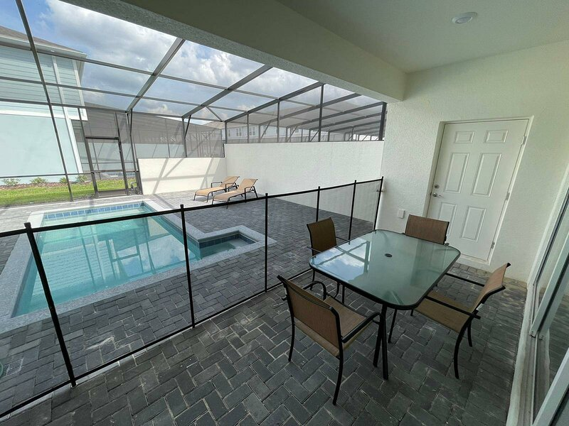 Summertime with a PRIVATE POOL ina BRAND NEW HOME at Windsor Island RESORT! 116, location de vacances à Polk City