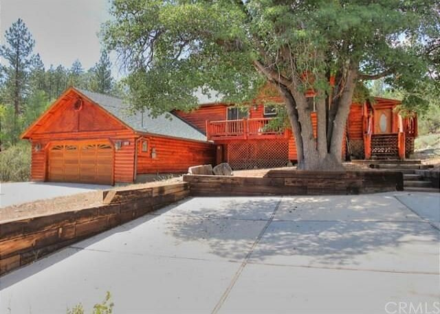 NEW! Beautiful Log Cabin, Private Hot Tub! perfect get away location!, alquiler de vacaciones en Fawnskin