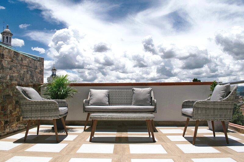 Stunning balcony, Spacious apartment in the heart of Cuenca's Historic Center, casa vacanza a Provincia di Azuay