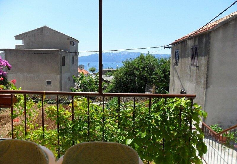 Ivica - 50 m from sea: A1(4+2) - Sucuraj, aluguéis de temporada em Sucuraj