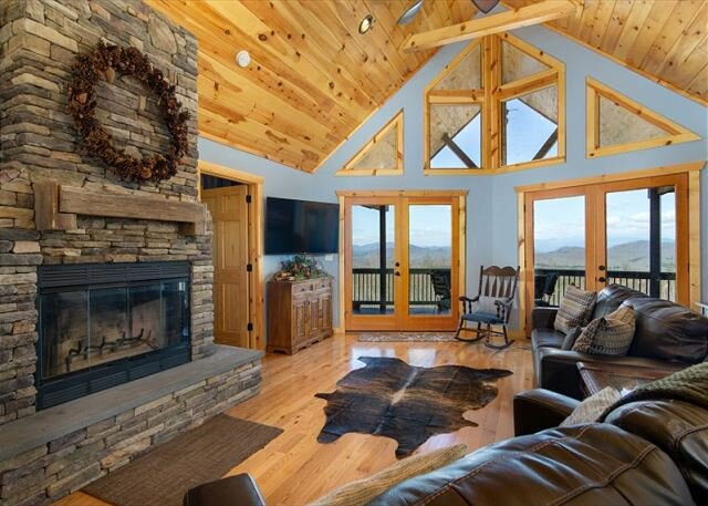 Scenic Vista | Outdoor Fire pit, Game Room & Breathtaking Mountain Views!, vacation rental in Vein Mountain