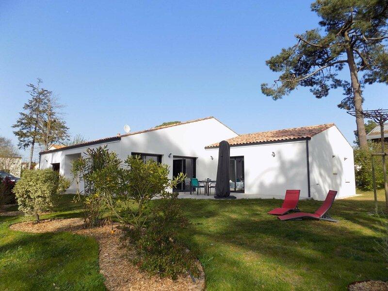LES MATHES-LA PALMYRE - MAISON NEUVE 2* TOUT CONFORT - AU CALME - WIFI, location de vacances à Les Mathes