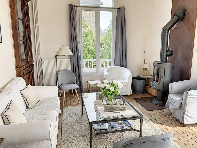 Superbe villa style années 30 avec terrasse et jardin clos, location de vacances à Champeaux