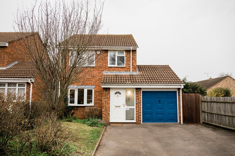Superb Detached House | eco-Serviced Accommodation, holiday rental in Pavenham