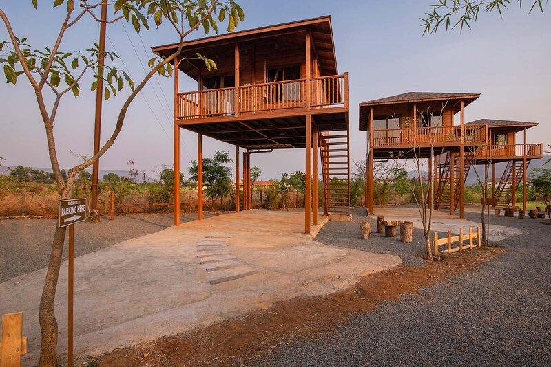 8 Rooms Jal By The Bay by Vista Rooms, location de vacances à Kamshet