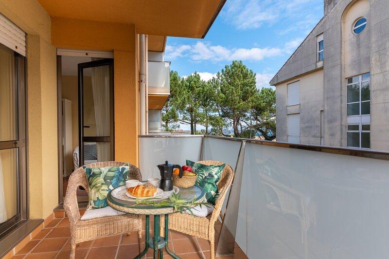 PISO CON TERRAZA EN LA PLAYA, vacation rental in San Vicente de la Barquera
