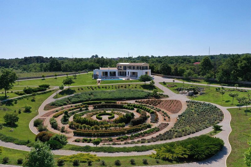 Villa Labyrinth with Pool, holiday rental in Manjadvorci