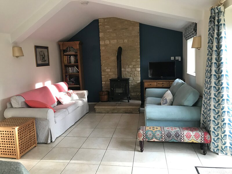 Spacious two bed house in small village in the Cotswolds, holiday rental in Down Ampney