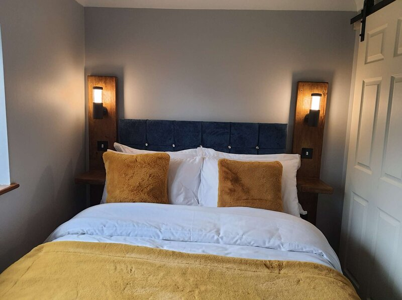 Norwich, Country Style, 2 bed House, Private Parking, City Location, location de vacances à Saxlingham Nethergate