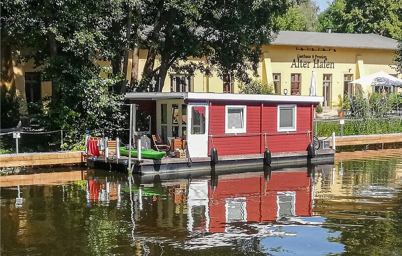 Nice ship/boat in Havelsee with 1 Bedrooms (DBB018), location de vacances à Brandenburg City