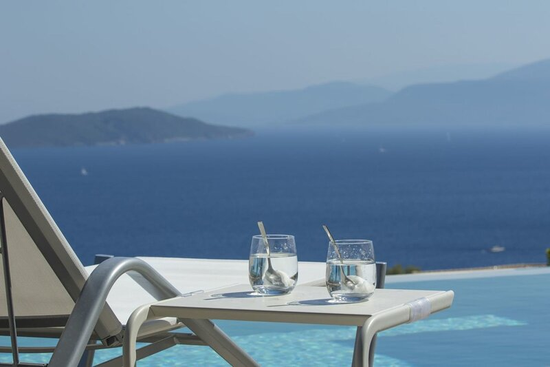 Brand New Villa Medusa with amazing seaview & salt water pool!, holiday rental in Poros