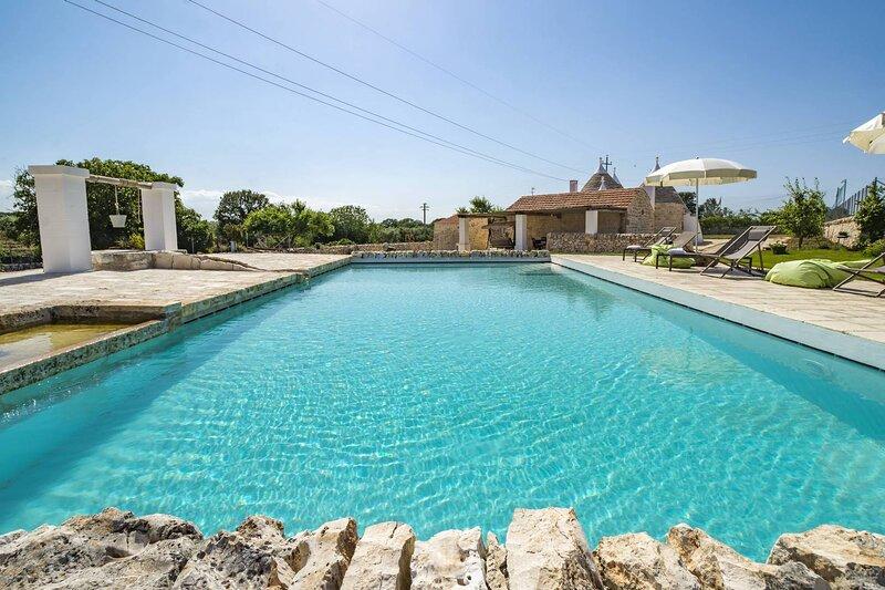 WePuglia - Trulli Don Diego, trulli villa with private pool, Wi-Fi, vacation rental in Noci