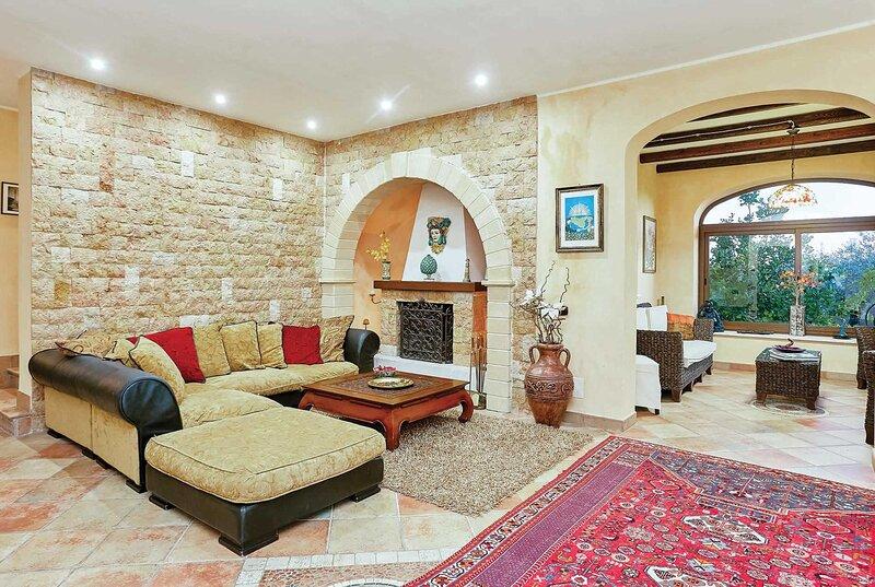 Large Countryside villa w/ large pool, holiday rental in Marinella di Selinunte