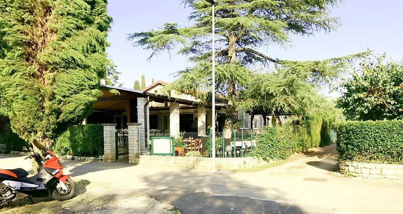 Appartamento Valter3 Savudrija vicino alla spiaggia, giardino, Wi-Fi, parcheggio, holiday rental in Savudrija