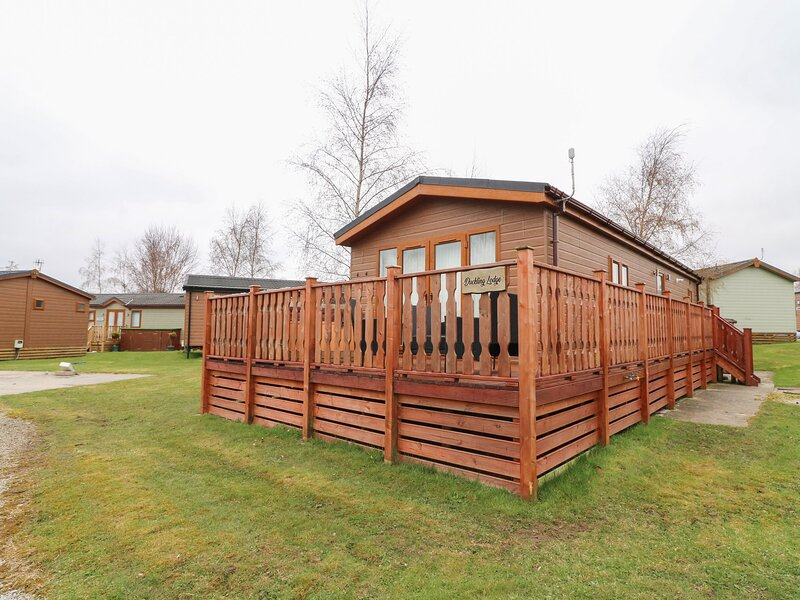 Duckling Lodge, South Lakeland Leisure Village, casa vacanza a Warton
