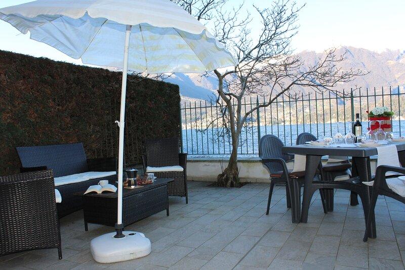 ROMANTIC DREAM ON THE LAKE, holiday rental in Lezzeno