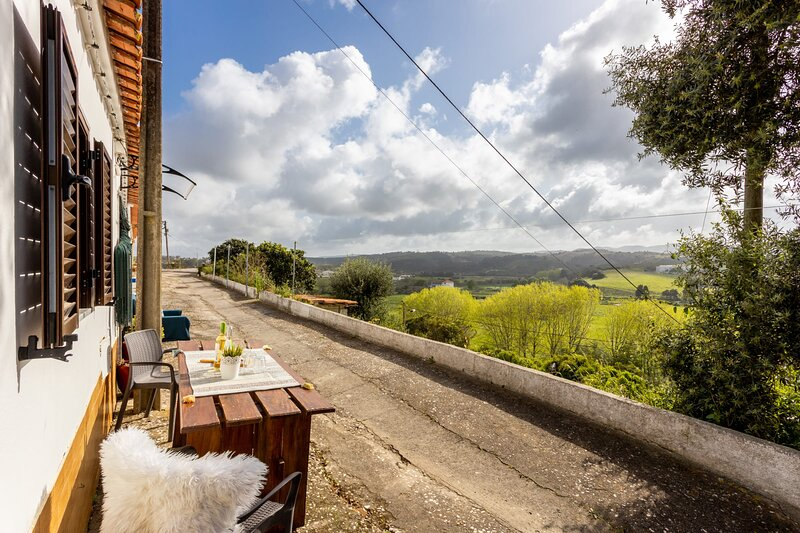 Lovely mountain view cottage in historical town of Aljezur, holiday rental in Rogil