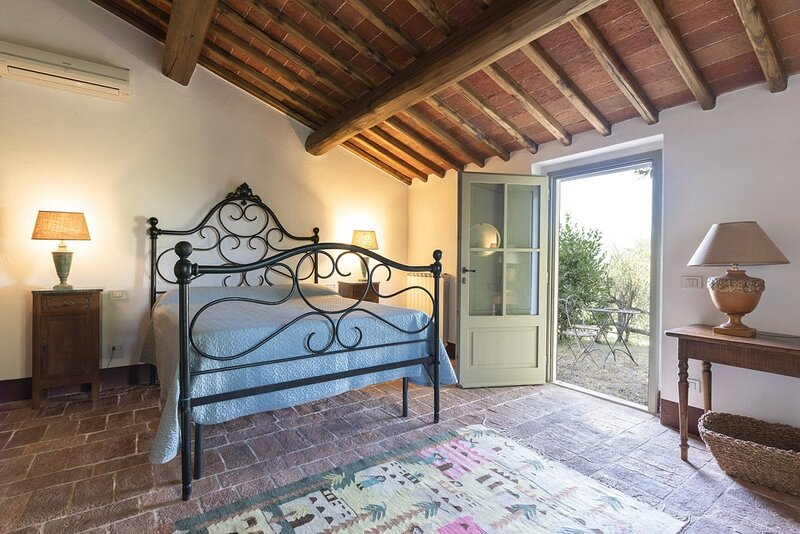 STALLA DI FEO - country home  with garden  in the heart of Chianti - 4 persons, vacation rental in Lucardo