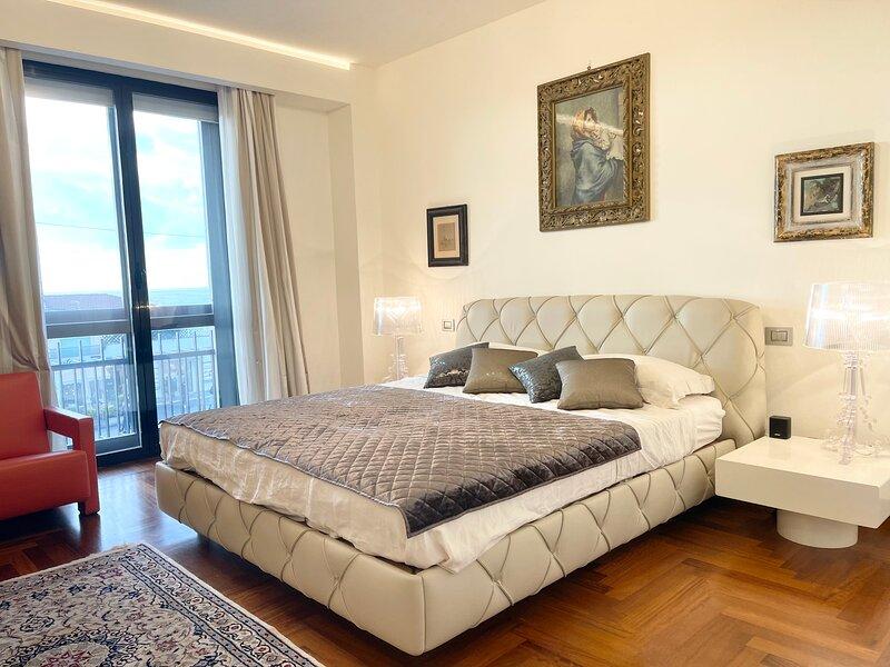 Lussuoso appartamento fronte mare con parcheggio privato, casa vacanza a Viareggio
