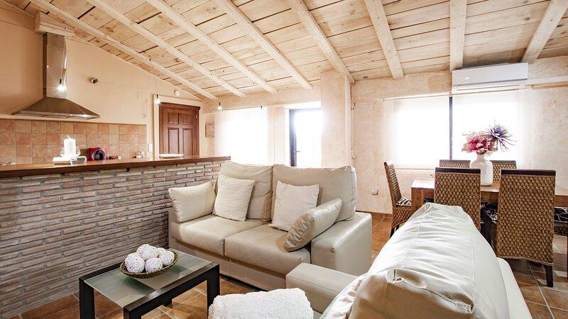 Atico con vistas La Torre en Albentosa., holiday rental in Fuentes de Rubielos