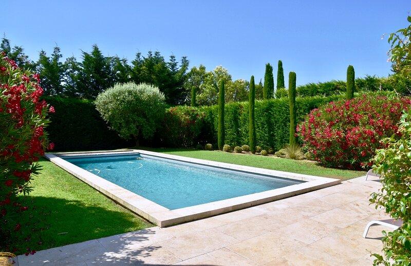 THE MAISON JARDINsecret. THE HOME ESCAPE. Saturday - Saturday., location de vacances à Paradou