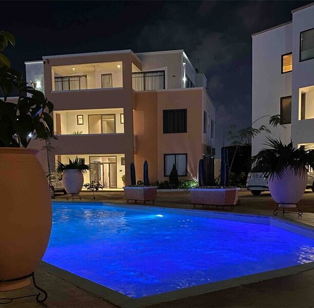 Beautiful 2-Bed Apartment at PamV Estates Apt7, alquiler vacacional en Adenta