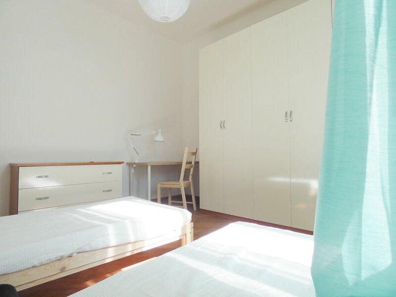 Il Mandorlo Fiorito casa per vacanze con ingresso indipendente, holiday rental in Carrara