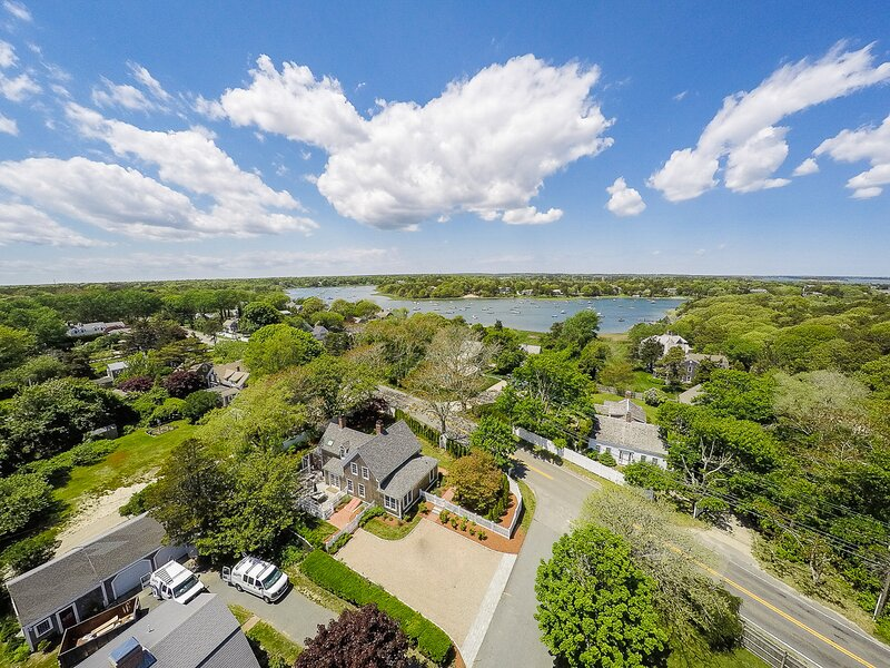 #651: Updated Colonial in N. Chatham, Walk to Ryder Cove, Wet Bar, Fenced in Yar, casa vacanza a North Chatham