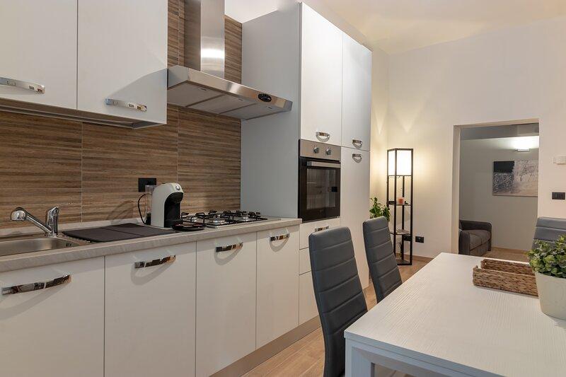 Residenza San Leonardo, appartamento ristrutturato nel centro storico di Viterbo, vacation rental in San Martino al Cimino