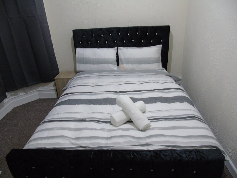 2-Bed Apartment in Bolton, Ferienwohnung in Chorley