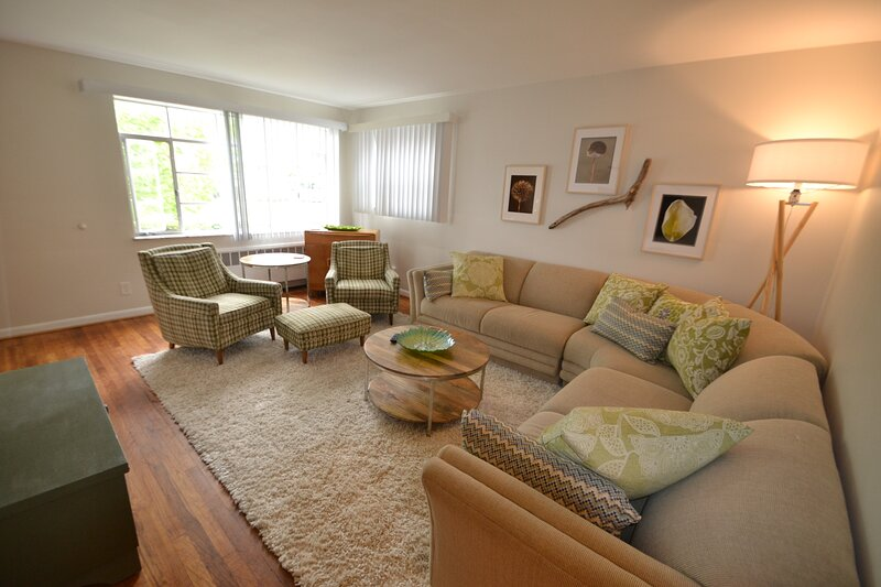 H-2 Furnished 2 BR Silverton near Kenwood, holiday rental in Liberty Township
