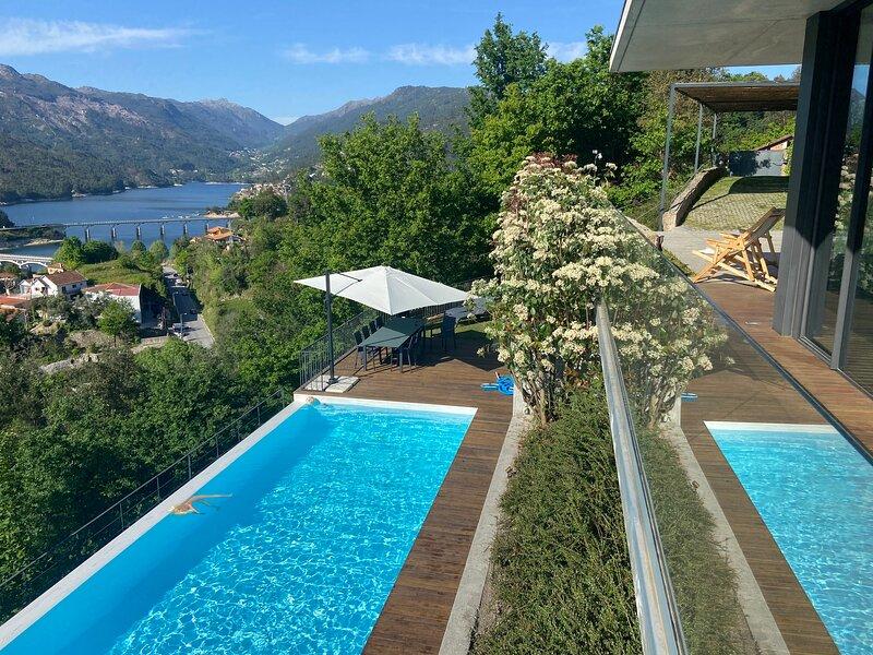 Exceptionnelle villa individuelle avec piscine / terrain - Geres/Caniçada, vacation rental in Valdosende