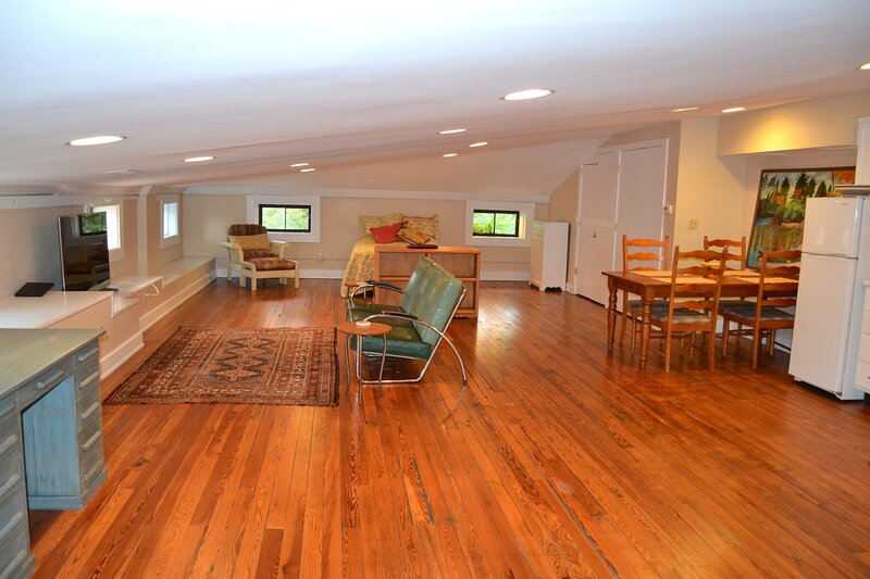 C-5 Northside Large Loft Apartment, holiday rental in Cheviot