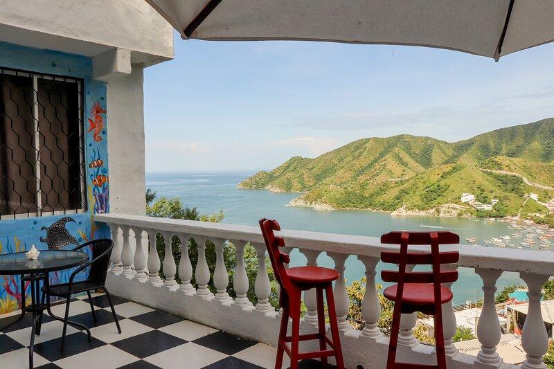 HABITACION PRIVADA CON TERRAZA Y VISTA AL MAR-WIFI 100MB, alquiler de vacaciones en Taganga