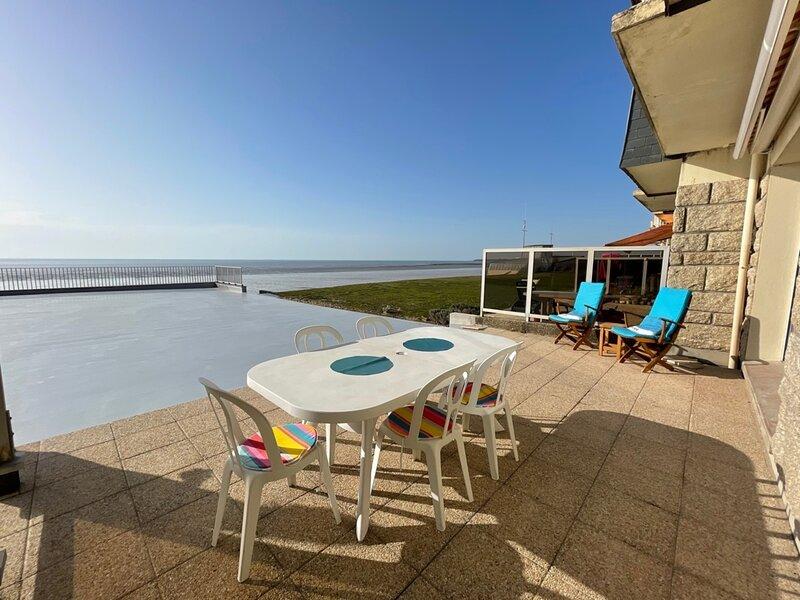 Appartement en front de mer, 6 couchages, parking, à Jullouville, holiday rental in Champeaux
