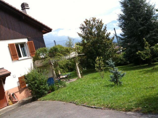 Cozy Apartment within private Villa in huge garden!, holiday rental in Caux