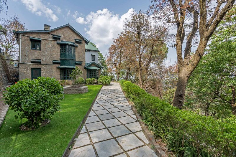 Padam Hill by Vista Rooms, holiday rental in Solan