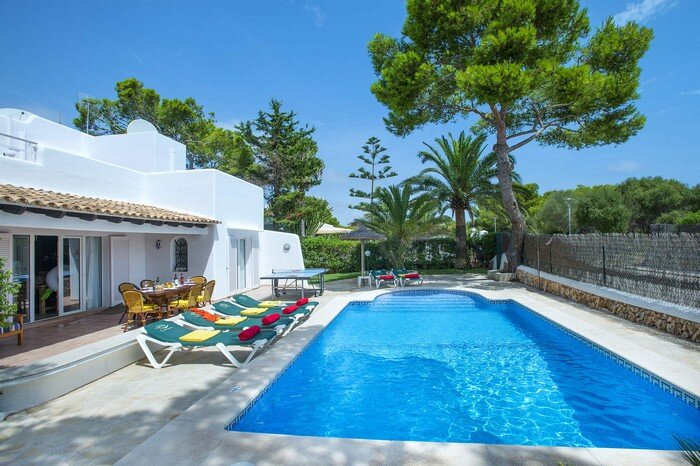Reco, villa for 6 people 100 meters from Cala Serena Beach, holiday rental in Cala Serena