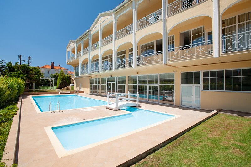 Elegant Suite With Pool Walk To The Beach, holiday rental in Lemnos