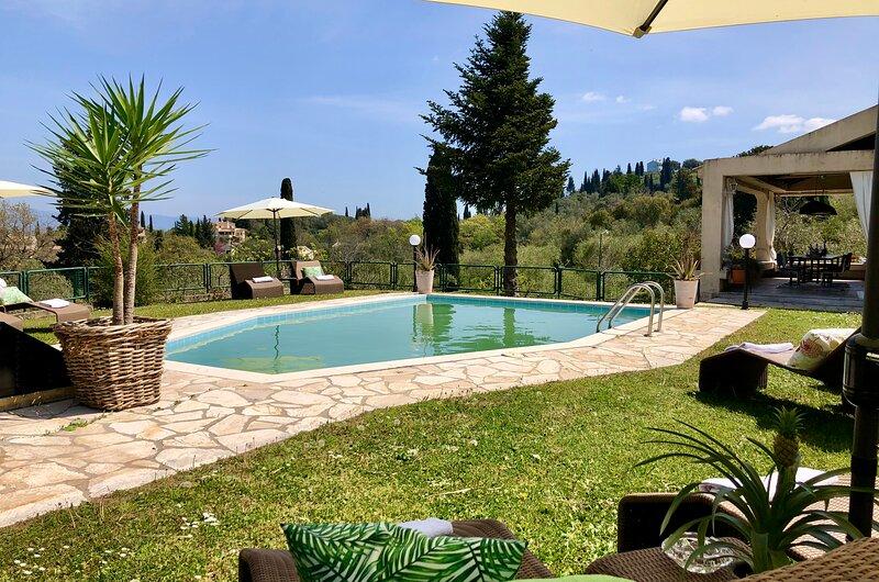 Meet Elvis, our retro design villa in beautiful Corfu, aluguéis de temporada em Gouvia