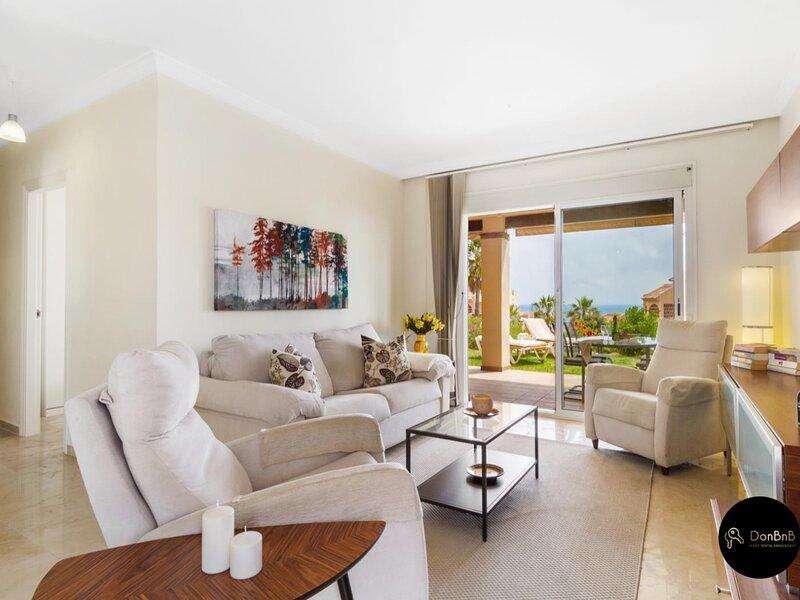 Fantastic apartment with terraces and sea view in Mijas Costa, vacation rental in El Faro