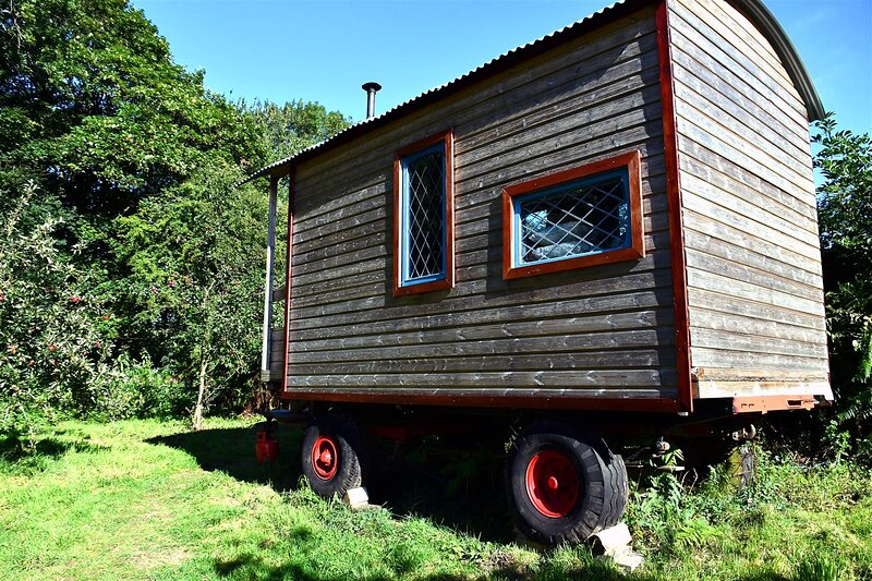 Orchard Wagon | Wye Valley | surrounded by nature | walkers paradise | firepit, holiday rental in Llandogo