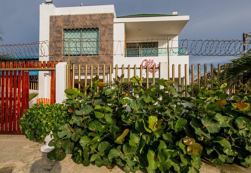 Front-beach House Casa Kerilé Hostel at La Boquilla Beach in Cartagena de Indias, holiday rental in La Boquilla