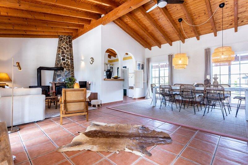 Casa Prana with pool and yoga/sun deck, alquiler de vacaciones en Aljezur