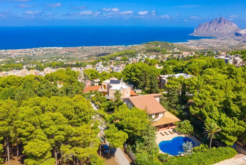 Iacono Pietro Villa Sleeps 9 with Pool Air Con and WiFi - 5889199, holiday rental in Valderice