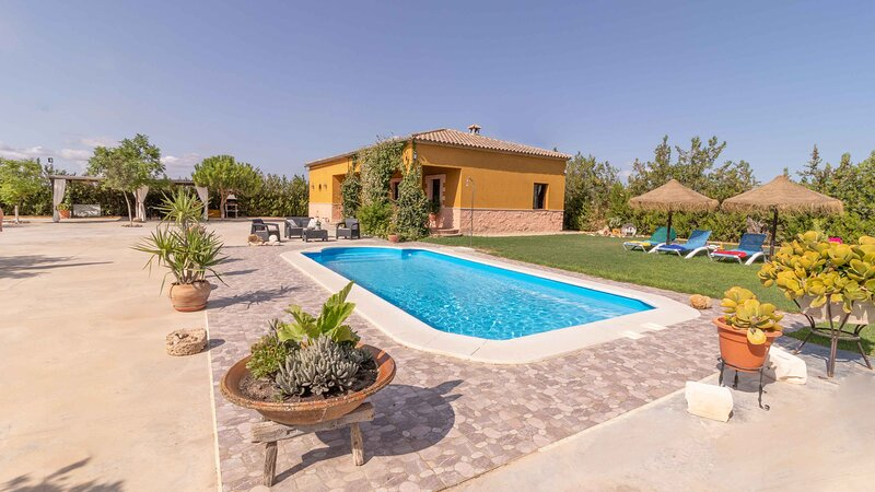 Seville countryside with private swimming pool, free wifi, air conditioning, holiday rental in Marchena